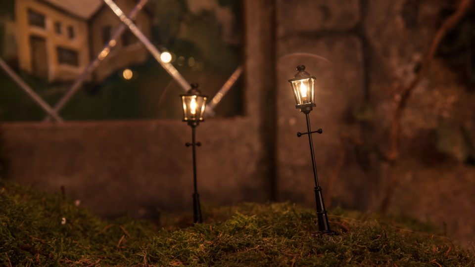 Close up to mini street lamps
